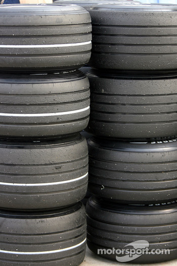 Soft and hard Bridgestone tyres