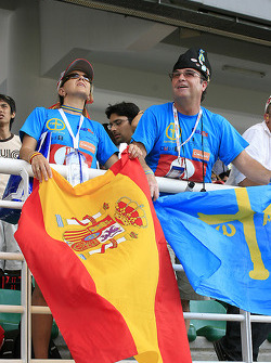 Fans of Fernando Alonso celebrates