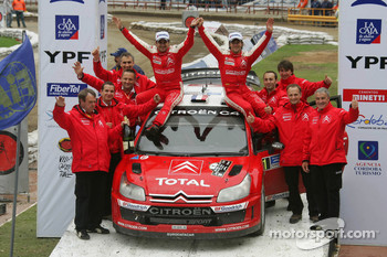Podium: winners Sbastien Loeb and Daniel Elena celebrate with Citroen Total WRT team members