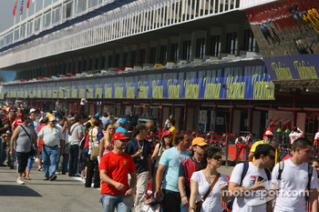 Fans in the pitlane