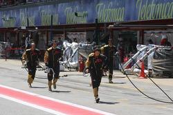 Toro Rosso mechanics running down the pit lane