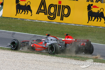 Start: Fernando Alonso, McLaren Mercedes, MP4-22 and Felipe Massa, Scuderia Ferrari, F2007, come together at Turn 1