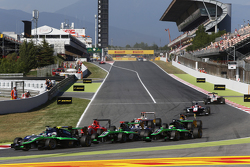 Alex Fontana, Status Grand Prix leads Adderly Fong, Koiranen GP, Sandy Stuvik, Status Grand Prix and Seb Morris, Status Grand Prix