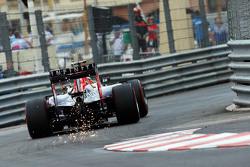 Daniel Ricciardo, Red Bull Racing RB11 sends sparks flying