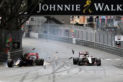 Max Verstappen, Scuderia Toro Rosso crashes with Romain Grosjean, Lotus F1 Team
