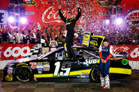 Race winner Carl Edwards, Joe Gibbs Racing celebrates