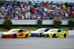 Joey Logano, Team Penske Ford and Jimmie Johnson, Hendrick Motorsports Chevrolet and Matt Kenseth, Joe Gibbs Racing Toyota