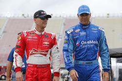 Kevin Harvick, JR Motorsports Chevrolet and Elliott Sadler, Roush Fenway Racing Ford