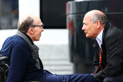 Frank Williams, Williams teambaas met Ron Dennis, voorzitter McLaren