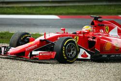 Esteban Gutierrez, Ferrari SF15-T Test and Reserve Driver runs off the circuit and into a gravel trap