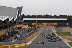 Start: Rio Haryanto, Campos Racing leads