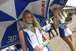 MotoGP 2015 Motogp-german-gp-2015-suzuki-girls