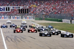 Start: Juan Pablo Montoya in front of Ralf Schumacher