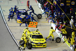 Joey Logano, Team Penske Ford and Chase Elliott, JR Motorsports Chevrolet