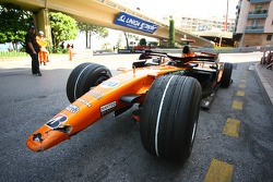 Adrian Sutil, Spyker F1 Team, car after his crash