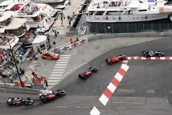 Jenson Button, Honda Racing F1 Team, RA107, Kimi Raikkonen, Scuderia Ferrari, F2007, Vitantonio Liuzzi, Scuderia Toro Rosso, STR02