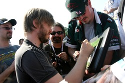 Nick Heidfeld, BMW Sauber F1 Team, signs autographs