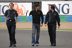 Mark Webber, Red Bull Racing, walks the circuit