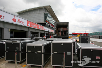 McLaren Mercedes setup in the pitlane