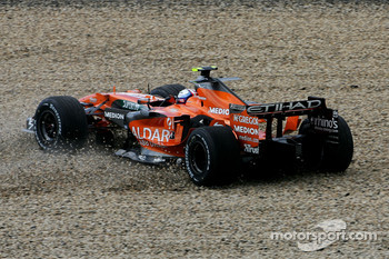 Markus Winkelhock, Spyker F1 Team, F8-VII, spins out of the session