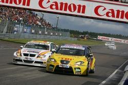 Yvan Muller, SEAT Sport, Seat Leon and Felix Porteiro, BMW Team Italy-Spain, BMW 320si WTCC