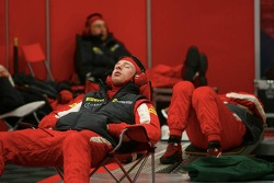 Scuderia Ecosse team members relax between two pitstops