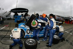 Pitstop practice for #01 TELMEX Chip Ganassi with Felix Sabates Lexus Riley: Scott Pruett, Memo Rojas
