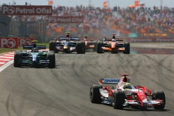 Ralf Schumacher, Toyota Racing, TF107 leads Rubens Barrichello, Honda Racing F1 Team, RA107