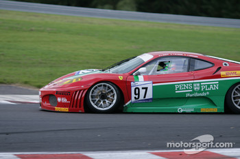 Bus stop: #97 GPC Sport Ferrari F430 GT: Matteo Bobbi, Alessandro Bonetti, Fabrizio De Simone