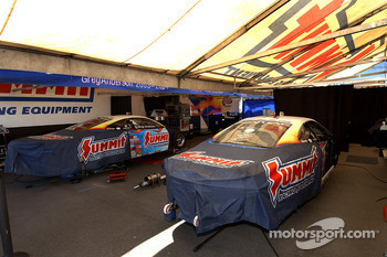 Pit area of Greg Anderson and Jason Line