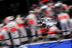 McLaren Mercedes mechanics pitstop training