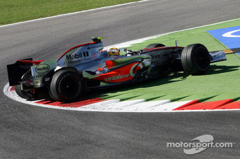 Lewis Hamilton, McLaren Mercedes, MP4-22 spins at turn 1