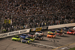 Start: Jimmie Johnson and Jeff Gordon lead the field