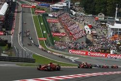 F1: Start, Kimi Raikkonen, Scuderia Ferrari, F2007 leads Felipe Massa, Scuderia Ferrari, F2007,Fernando Alonso, McLaren Mercedes, MP4-22 and Lewis Hamilton, McLaren Mercedes, MP4-22