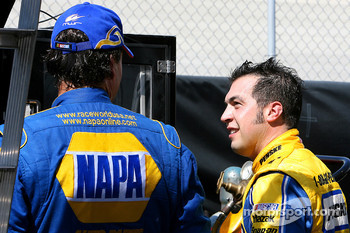 Sam Hornish Jr. talks to Michael Waltrip