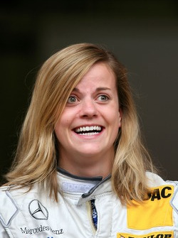 Susie Stoddart, Mücke Motorsport AMG Mercedes, looks surprised when she sees fans on the grandstand with T-shirts with the letters