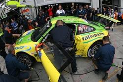 Final pitstop for #1 Manthey Racing Porsche 911 GT3 RSR: Timo Bernhard, Marc Lieb, Romain Dumas, Marcel Tiemann