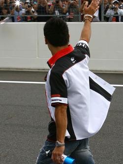 Takuma Sato, Super Aguri F1, waves to fans