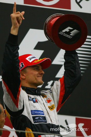 Second place Heikki Kovalainen, Renault F1 Team
