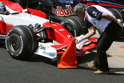 Jarno Trulli, Toyota Racing, TF107 runs over a cone