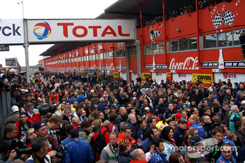Crowd before the podium ceremony
