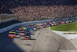 Start: Martin Truex Jr. and Jeff Gordon lead the field