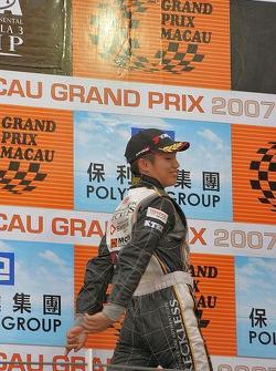 Kazuya Oshima making his way to the podium