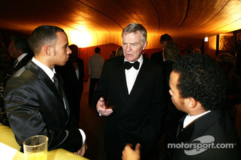 Max Mosley talks with McLaren F1 driver Lewis Hamilton and his brother Nick