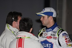 Jimmie Johnson talks to Fiat team