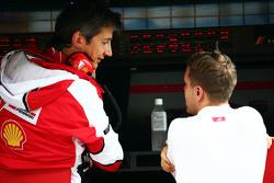 法拉利车队运动总监马西莫·里沃拉与塞巴斯蒂安·维特尔