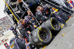Tire inspection for Denny Hamlin, Joe Gibbs Racing Toyota