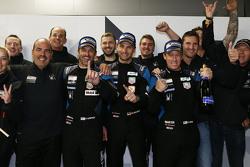 GTE-Am组别冠军:帕特里克·丹普西、帕特里克·隆、马尔科·西弗里德,与车队庆祝