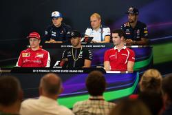 La conferencia de prensa de la FIA: Marcus Ericsson, Sauber F1 Team; Valtteri Bottas, Williams; Daniel Ricciardo, Red Bull Racing; Kimi Raikkonen, Ferrari; Lewis Hamilton, Mercedes AMG F1; Alexander Rossi, Manor F1 Team