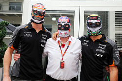 Nico Hulkenberg, Sahara Force India F1 with Nigel Mansell, and Sergio Perez, Sahara Force India F1 wearing traditional Mexican wrestling masks